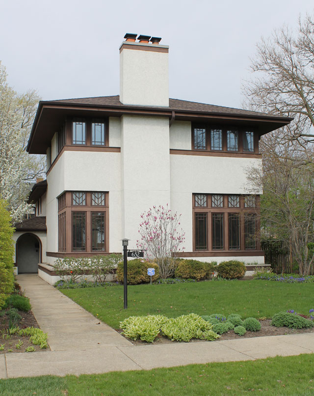 a house inspired by the Prairie School of design in Evanston Illinois